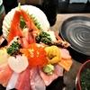 金沢 近江町市場・山さん寿司本店の豪華な海鮮丼の詳細とランチタイムの様子