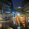 バンコクは朝6時、外は雨、ぼくは(マクドナルド)の中。