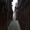 奈良町。ぶらりと歩けば古代も、中世も、近世も、そこここに。そんな中に現代がゆるりと踏ん張っている。