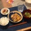 ごはん、鶏肉と大根の煮物、豆とツナのサラダ、ブロッコリーと玉ねぎの味噌汁