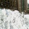 バス停の雪の山