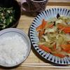 「食物繊維と栄養価が高いというモロヘイヤ料理と他。お題「昨日食べたもの」「簡単レシピ」」