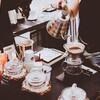 ビジネス街の喫茶店は、スタンド型喫茶店と出前ビジネスで