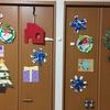 【2歳4歳育児】12月壁面製作②雪の結晶とプレゼント【季節を感じる家庭学習】