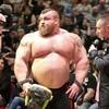 【規格外!片手だけで約240kgを持ち上げる男】