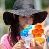 動画瞬間影像!東京オリンピック「五輪反対」聖火ランナーに水鉄砲から液体発射で逮捕!場所はどこ?