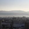 朝もやに煙る生駒山
