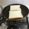 フライパンで食パンが同時に2枚焼けることに気づいた