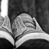 立ち仕事の悩み(足が疲れる、腰痛でつらい)を解決するために最適なスニーカーはこれ!