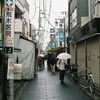 雨の砂町銀座・ローライ35・rollei35 TE w/fuji natura 1600