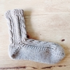 冬に向けて新しい毛糸を購入してくつ下を編み始めました