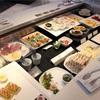 ANAスイートラウンジ(ANA SUITE LOUNGE)の食事ご紹介。ファーストクラスラウンジの料理は種類豊富でインスタ映えにもなる!