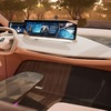 ● まるで部屋のようなインテリア。BMWが描く未来のクルマは運転の楽しみを残しつつ、自由な時間も