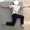 肋骨の開きが狭い方は胃下垂のリスクが高い。自身で肋骨の広がりを確認してみよう。