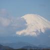 暗雲が迫る富士山