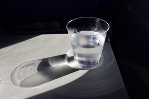 二日酔いになった日でも仕事がある時は。二日酔い対策に「和らぎ水」おすすめ。飲み会でスマートにお酒を控える方法。