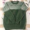 北欧模様のグリーンのセーター