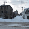 雪に埋もれた大三坂を歩く…