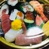 【カネ美食品寿司御殿】の豪華な寿司セット(本鮪大トロ・天然車海老入り)がお値打ちすぎた!?