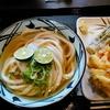 【今日の食卓】丸亀製麺花小金井店で、初めて「すだちおろし冷かけ(並)」450円。すだちの香りが良く、つゆは関西風かつお節主体の味付け。すだちの香り大好きで、汁も飲み干した。 Sudachi oroshi cool udon at Marugame. #丸亀製麺 #すだち  #食探三昧