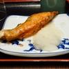 豊洲の「米花」で牡蠣とカブとアワビ茸の炊き合わせ、塩鮭。