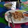 パタヤのソイレンキーで朝から食べた「フライドチキンライス」(タイ旅行)