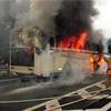 走行中のバスが炎上、乗客ら16人避難 広島の山陽道