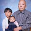 お孫さんたちとご長寿の記念撮影