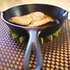 キッチンでもスキレット使うでしょ!自家製ベーコンエッグ作ってみた。