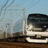 総武本線を走る武田菱カラーのE257系