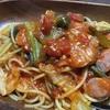 ウインナーと青梗菜のトマトスパゲッティを作る!隠し味のにんにくが美味さを引き立てていいじゃないの!