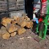 薪小屋が満タンになりました。