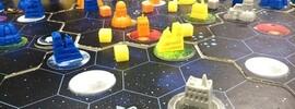 「ちょっと遊ぶ」1週間をリセットする方法は「開発」から「創作」まで楽しめるボードゲームです。