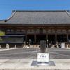 聖徳太子が創建した大阪四天王寺にまつわる「へぇ」な話。金堂に「鷹(タカ)の止まり木」があるって知ってた?