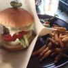 GOEMONの倉石牛ハンバーガーとグアバジュース(黒石市)