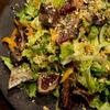 秋の戻り鰹とピーナッツのサラダ