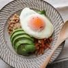 すぐできる栄養バッチリ朝ごはん。 アボカドと納豆をワンボウルで♡