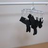 【靴下ラク収納】靴下は「欲しいと同時に」じゃないとイヤーーッ!特殊設計のピンチハンガーで時誕。畳まない、吊るすだけ。