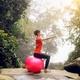 バランスボールの4つのメリット・デメリットや得られる効果/購入時の注目ポイント/体験談と使用した感想
