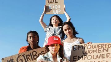 シスターフッドとは何のこと?フェミニズム運動と連帯