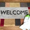 玄関マット掃除には、ゴム手袋が手っ取り早くて便利⁈