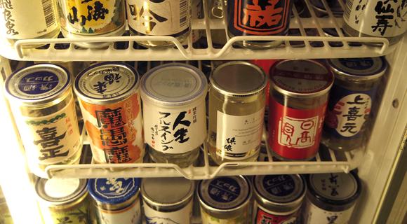 新宿駅激近の大衆酒場「千酉足」では全国のカップ酒が飲めるぞ、歌舞伎町の眺望付きで
