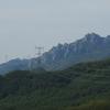 瑞牆山と電線