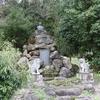 狛犬に守られる北尾翁之像が羨ましい