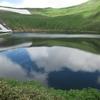 鳥海湖に映る空。