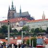 プラハ城とトラム