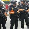 【中国】デモ鎮圧に警察がグレネードランチャーを使用?無抵抗の人民を警棒で殴打