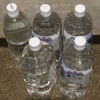 ペットボトルに水を入れてました