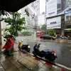 雨季のバンコク、一気に雨が降ります。で、1時間ほどで小雨になります。激しい。