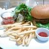 午後から休みをとって,ハワイアンバーガーを食べにいった。